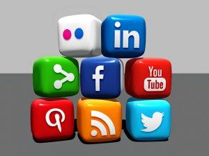 közösségi média profil kezelés